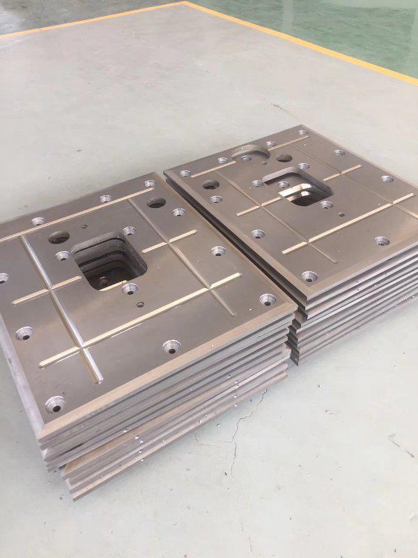 钢厂传动侧上下支撑辊滑T8+Q235B和3Cr13+Q235B用爆炸焊接复合板