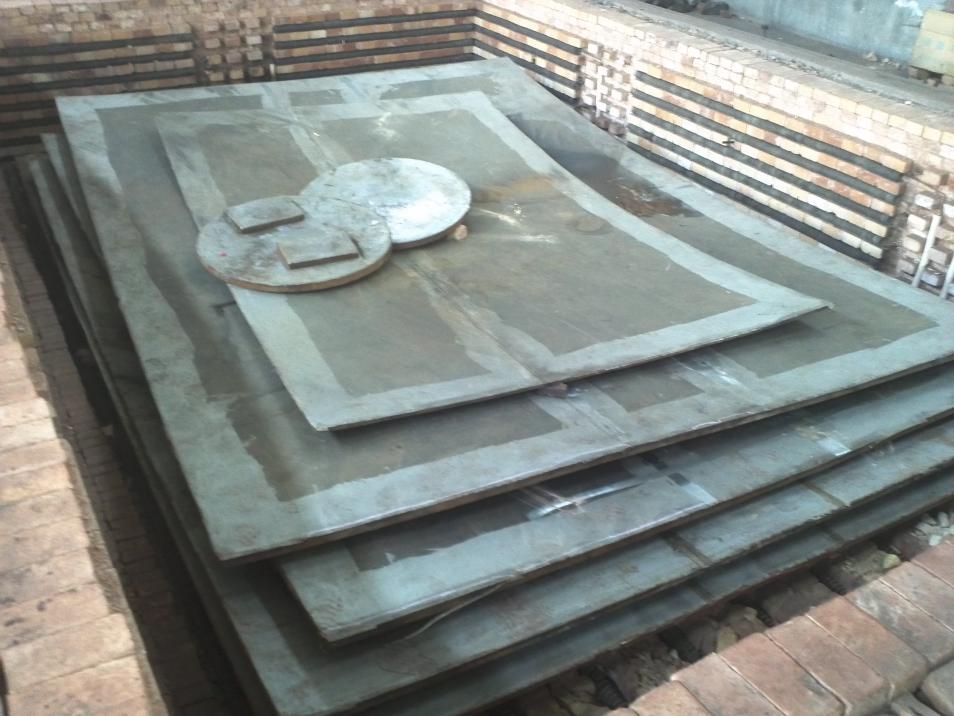 氧化反应器用TA1+Q345R钛/钢爆炸焊接复合板。